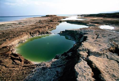 Зневоднення Мертвого моря викликане підйомом земної кори