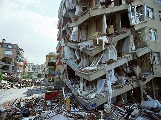 Японію чекають ще більш потужні землетруси і цунамі