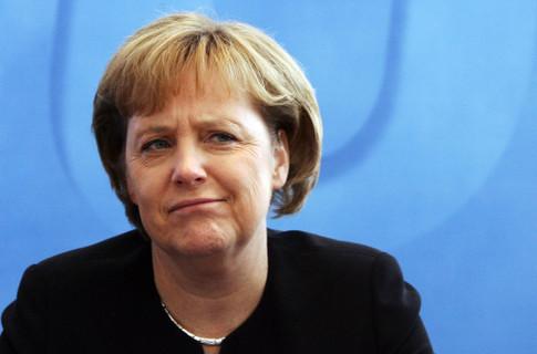 Ангела Меркель шукала свою батьківщину на карті Росії