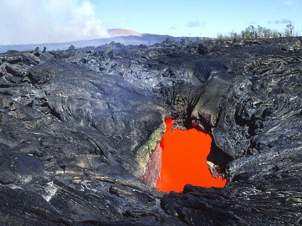 Гаваї, вулканічна діяльність, магматичний басейн , земна повверхня